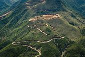 Piste d'exploitation minière dans la montagne. Exploitation de nickel. Commune de Poya. Nouvelle-Calédonie.