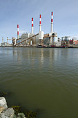 Electrical production plant (Ravenswood generating station) in front of the East River, New York, USA