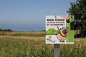 Information sign for dog owners in Tréveneuc, Côtes-d'Armor, France