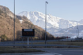 Travel sign alerting for air pollution on highway, February 17, 2019, Sallanches, Haute-Savoie, France