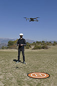 Drone 4K DJI MAVIC 2 PRO piloted with a DJI FPV GOOGLES helmet for immersion flight.