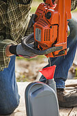 Winter equipment preparation: drain chain oil from a chain saw. Prevents oil from flowing during winter.
