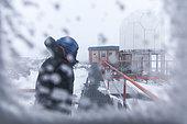 Tempête de neige soufflée sur Dumont D'urville, Terre Adélie, Antarctique