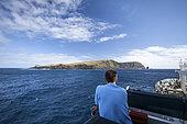 Le Marion Dufresne arrive en vue du cratère émergé de Saint-Paul, 3 jours après avoir quitte les Kerguelen. Terres australes et antarctiques françaises