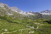 The Gioberney Glacier Circus, hiking to Lake Lauzon, La Chapelle-en-Valgaudemar, Ecrins National Park, Hautes-Alpes, France