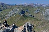 Depuis le sommet du Pic Peyreget (2487m), vue sur les sommets du cirque d'Aspe PN des Pyrénées, France