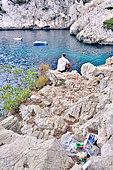 Tourisme et déchets et pollution dans les calanques, calanque de Sugiton, PN des calanques Marseille, France