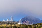 Observatoires astronomiques à proximité du Teide, sur l'ile de Tenerife. La pureté de l'air en altitude crée des conditions idéales pour l'observation du ciel l'ile de Tenerife, aux Canaries.