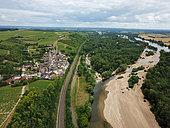 Vue aérienne du village des Loges et de la Loire, Val de Loire, France