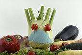 Tête avec masque de protection contre les virus, personnage en légumes, fenouil, tomates, jardin, Belfort, Territoire de Belfort, France