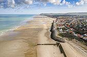 Vue aérienne de la plage de Wissant à marée basse, Côte d'Opale, Hauts de France, France