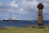 Tahaï, Unique Moaï with eyes and cruise ship. Rapa Nui, Easter Island, Chile