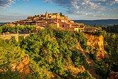 Townscape, Roussillon, Département Vaucluse, Provence-Alpes-Côte d?Azur, France, Europe