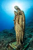 Statue de la Vierge Marie, rocher de Vervece, zone marine protégée Punta Campanella, Massa Lubrense, Penisola Sorrentina, Costa Amalfitana, Italie, mer Tyrrhénienne, Méditerranée