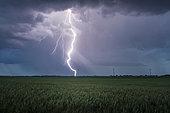Orage printanier Eurélien. De nombreux orages se sont développés dans la soirée du 3 juin au sud de l'Eure et Loir. De nombreuses foudres positives ont été observées. Cet orage s'est formé sur le secteur de Bonneval. Centre-Val de Loire, France