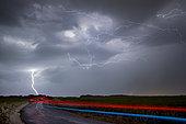 Orage printanier Eurélien. De nombreux orages se sont développés dans la soirée du 3 juin au sud de l'Eure et Loir. De nombreuses foudres positives ont été observées. Foudre positive et éclair internuageux au sud de Chartres. Centre-Val de Loire, France