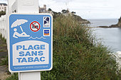 Sign informing that the beach is forbidden to smokers in Saint-Quay Portrieux, Côtes-d'Armor, Bretagne, France