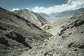 Daliz Pass, barren rocky landscape, in the background the plain of Sarad-e-Broghil and the western part of the corridor, left the Hindu Kush, right the mountains of the Pamir, Wakhan Corridor, Badakhshan, Afghanistan, Asia