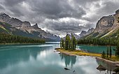 Spirit Island in the turquoise blue glacial lake Maligne Lake, mountains Mount Paul, Monkhead and Mount Warren in the back, autumn, Maligne Valley, Jasper National Park National Park, Canadian Rocky Mountains, Alberta, Canada, North America