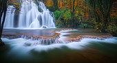 Cascade des Tufs in autumn, Cuisance river, Réculée d'Arbois, Jura, France