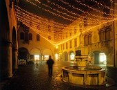 Piazza del Mercato, Christmas decoration. Italie, Vénétie, Belluno, SIM710535