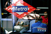 A views about the metros world. moviments and isolation are the key  to read this places-Madrid