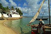 Kenya, Lamu archipelago Shela, barche di fronte all'hotel Pepponi