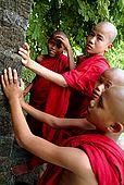 Arakan, Mrauk U, monks
