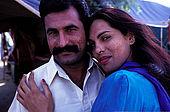 Pakistan - Hijra, les demi-femmes du Pakistan -  Suriya et son 'fiancé'