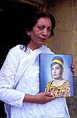 Pakistan - Hijra, les demi-femmes du Pakistan - Chandni Mehwish, veritable Hijra et sa photo jeune