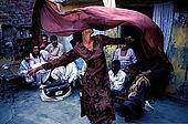 Pakistan - Hijra, les demi-femmes du Pakistan - Ce groupe d'Hijra habite en communauté avec leur Guru dans un vieux quartier de Lahore
