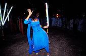 Pakistan - Hijra, les demi-femmes du Pakistan - Hijra qui danse dans un enclos à proximité de la tombe du saint soufi Baba Masta Wali Sarkar au punjab