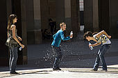Children playing with water, Plaza del Pilar, Zaragoza, Saragossa, Aragon, Spain