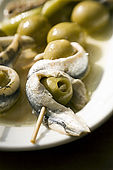 Stuffed olive and anchovy tapas, Bodegas Almau Tapas Bar, Zaragoza, Saragossa, Aragon, Spain. tel: 976 299 834