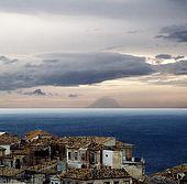 Italy, Calabria. Pizzo village ; view to Stromboli island
