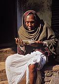 An indu Brahman reads indu prayers in the alleys of Varanasi.