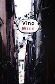 Italia,Venezia - insegna di negozio tipico dove viene venduto vino sfuso