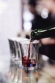 Italia,Venezia - locale tipico   Cantina vecia Carbonera - Cannaregio, 2329 - Campo della Maddalena -Tel. 041 71037 'ombre' di vino rosso