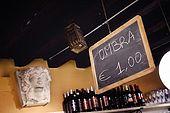 Italia,Venezia - locale tipico   Cantina vecia Carbonera - Cannaregio, 2329 - Campo della Maddalena -Tel. 041 710376
