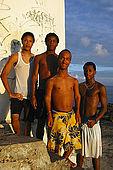 Grupo di amici al faro, Pointe du Vieux-Fort, Guadeloupe (Basse Terre), French West Indies