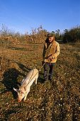 France, Lot, Quercy region vers le village Lalbenque producteur de truffes recherche de truffes en janvier avec un cochon Alain Oulié model release OK.