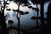 Italie, Campanie, Golfe de Naples, Capri, les Faraglioni