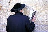 Israël, Jérusalem, juif priant devant le mur des lamentations