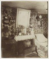Roger-Viollet | 2577 | Small bedroom of a worker, rue de Belleville. Paris, 1910. Photograph by Eugène Atget (1857-1927). Paris, musée Carnavalet. | © Eugène Atget / Musée Carnavalet / Roger-Viollet