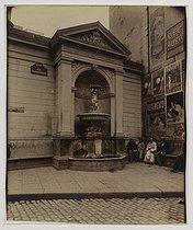 Roger-Viollet | 7116 | Fountain, rue Charlemagne. Paris (IVth arrondissement), July 1900. Photograph by Eugène Atget (1857-1927). Paris, musée Carnavalet | © Eugène Atget / Musée Carnavalet / Roger-Viollet