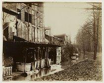 Roger-Viollet | 44110 | The Bièvre river, boulevard d'Italie, current rue Edmond Gondinet. Paris (XIIIth arrondissement), 1901. Photograph by Eugène Atget (1857-1927). Paris, musée Carnavalet. | © Eugène Atget / Musée Carnavalet / Roger-Viollet