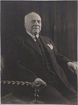 Roger-Viollet | 48736 | Portrait d'Ernest Cognacq. Photographie anonyme, tirage original NB, 1900-1928. Paris, musée Cognacq-Jay. | © Musée Cognacq-Jay / Roger-Viollet