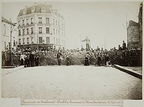 Roger-Viollet | 74237 | Barricade on the boulevard Puébla, heights of Ménilmontant, on March 18, 1871. Anonymous. Paris, musée Carnavalet. | © Musée Carnavalet / Roger-Viollet