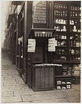 Roger-Viollet   112811   Newspaper kiosk, rue du Bac. Paris (VIIth arrondissement), February 1876. Photograph by Charles Marville (1813-1879). Paris, musée Carnavalet.   © Charles Marville / Musée Carnavalet / Roger-Viollet