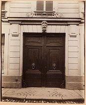 Roger-Viollet   152677   Atget, Eugène (Jean Eugène Auguste Atget, dit).  Petit Hôtel de Narbonne, 46 rue de Varenne, 7ème arrondissement, Paris . Tirage papier albuminé. Paris, musée Carnavalet.   © Eugène Atget / Musée Carnavalet / Roger-Viollet
